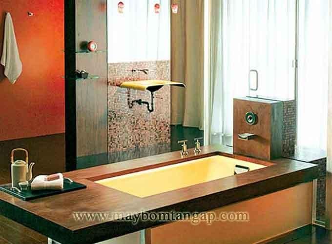 Nhà tắm thiết kế với gam màu vàng ấn tượng